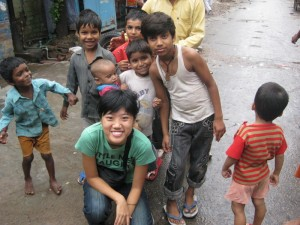 Photo with the street children of Majnu Ka Tila, Delhi